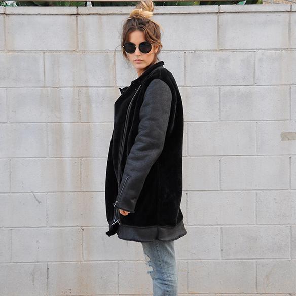 15-colgadas-de-una-percha-anna-duarte-boyfriend-jeans-socks-calcetines-cuero-pelo-chaqueta-fur-leather-jacket-zapatos-plataforma-madera-wood-platform-shoes-fatima-3