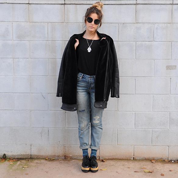 15-colgadas-de-una-percha-anna-duarte-boyfriend-jeans-socks-calcetines-cuero-pelo-chaqueta-fur-leather-jacket-zapatos-plataforma-madera-wood-platform-shoes-fatima-4