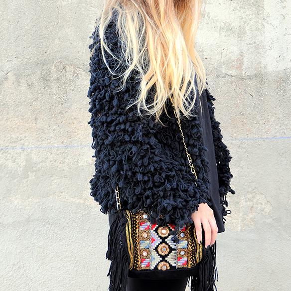 15-colgadas-de-una-percha-anna-duarte-total-black-look-todo-al-negro-bolso-brocado-brocade-purse-5