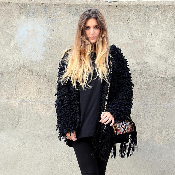 15-colgadas-de-una-percha-anna-duarte-total-black-look-todo-al-negro-bolso-brocado-brocade-purse-9