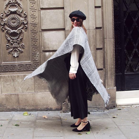 15-colgadas-de-una-percha-carla-kissler-granny-shoes-poncho-boina-beret-culottes-70s-bow-shirt-snake-print-2