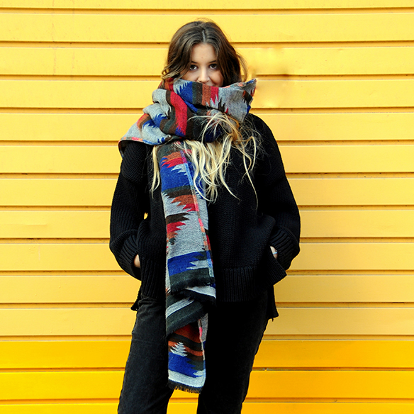 15-colgadas-de-una-percha-anna-duarte-mix-and-match-mom-jeans-bufanda-xl-scarf-animal-print-3