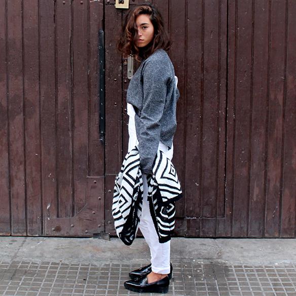 15-colgadas-de-una-percha-blanche-blanco-white-gris-grey-peto-dungarees-mocasines-loafers-b-&-w-negro-black-estampado-geometrico-geometric-print-2