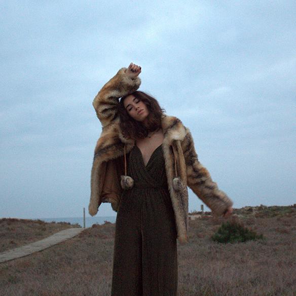 15-colgadas-de-una-percha-blanche-fin-de-año-nochevieja-new-years-eve-mono-jumpsuit-culottes-fur-coat-abrigo-pelo-1