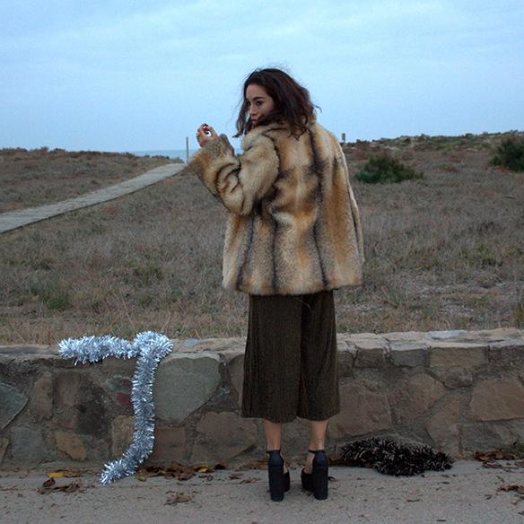 15-colgadas-de-una-percha-blanche-fin-de-año-nochevieja-new-years-eve-mono-jumpsuit-culottes-fur-coat-abrigo-pelo-10