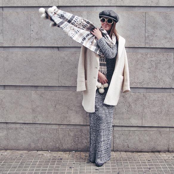 15-colgadas-de-una-percha-carla-kissler-vestido-largo-de-punto-gris-grey-long-knitted-dress-white-teddy-coat-blanco-1