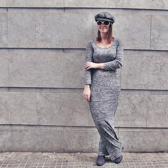15-colgadas-de-una-percha-carla-kissler-vestido-largo-de-punto-gris-grey-long-knitted-dress-white-teddy-coat-blanco-3