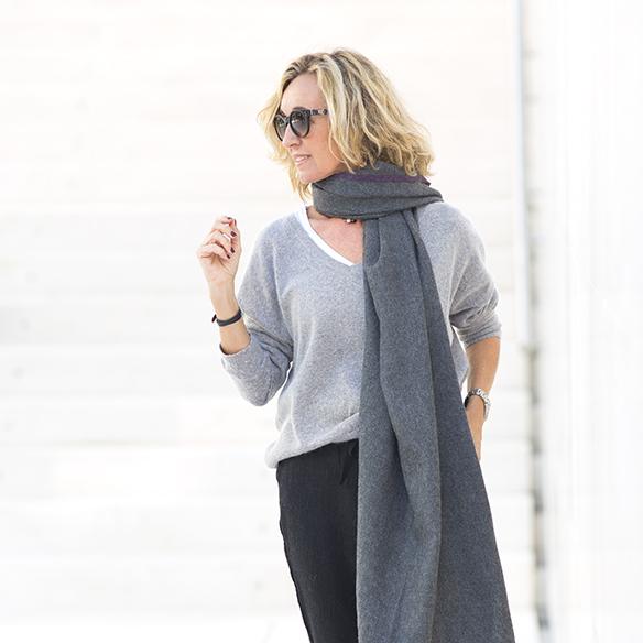 15-colgadas-de-una-percha-maica-jau-foulard-stone-fular-bufanda-scarf-pañuelo-gris-grey-botines-booties-2