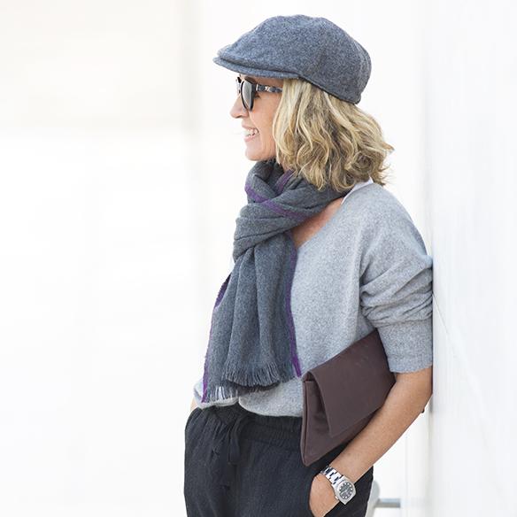 15-colgadas-de-una-percha-maica-jau-foulard-stone-fular-bufanda-scarf-pañuelo-gris-grey-botines-booties-6