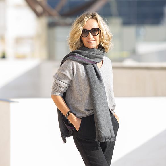 15-colgadas-de-una-percha-maica-jau-foulard-stone-fular-bufanda-scarf-pañuelo-gris-grey-botines-booties-7