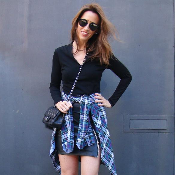 15-colgadas-de-una-percha-marta-r-leather-mini-skirt-mini-falda-cuero-camisa-anudada-cadera-shirt-tied-around-the-hips-10