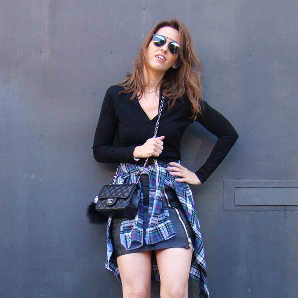 15-colgadas-de-una-percha-marta-r-leather-mini-skirt-mini-falda-cuero-camisa-anudada-cadera-shirt-tied-around-the-hips-6