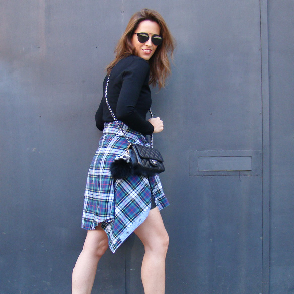 15-colgadas-de-una-percha-marta-r-leather-mini-skirt-mini-falda-cuero-camisa-anudada-cadera-shirt-tied-around-the-hips-7