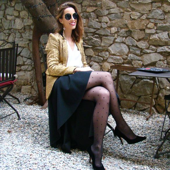 15-colgadas-de-una-percha-marta-r-navidad-christmas-gold-blazer-americana-dorada-falda-neopreno-neoprene-skirt-medias-plumetti-tights-10