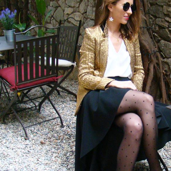 15-colgadas-de-una-percha-marta-r-navidad-christmas-gold-blazer-americana-dorada-falda-neopreno-neoprene-skirt-medias-plumetti-tights-5