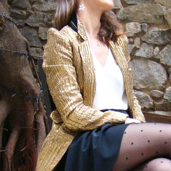 15-colgadas-de-una-percha-marta-r-navidad-christmas-gold-blazer-americana-dorada-falda-neopreno-neoprene-skirt-medias-plumetti-tights-7