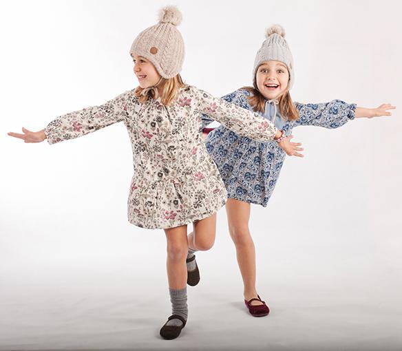 15-colgadas-de-una-percha-saltando-kids-salt-&-do-kids-zapatos-niños-niñas-barcelona-calzado-infantil-children-footwear-10