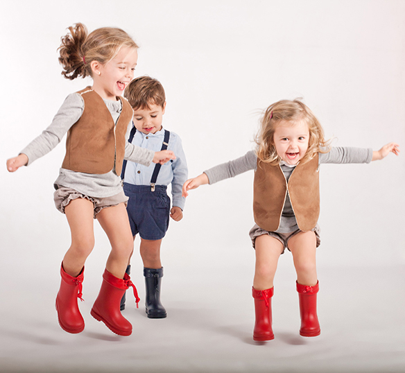 15-colgadas-de-una-percha-saltando-kids-salt-&-do-kids-zapatos-niños-niñas-barcelona-calzado-infantil-children-footwear-11