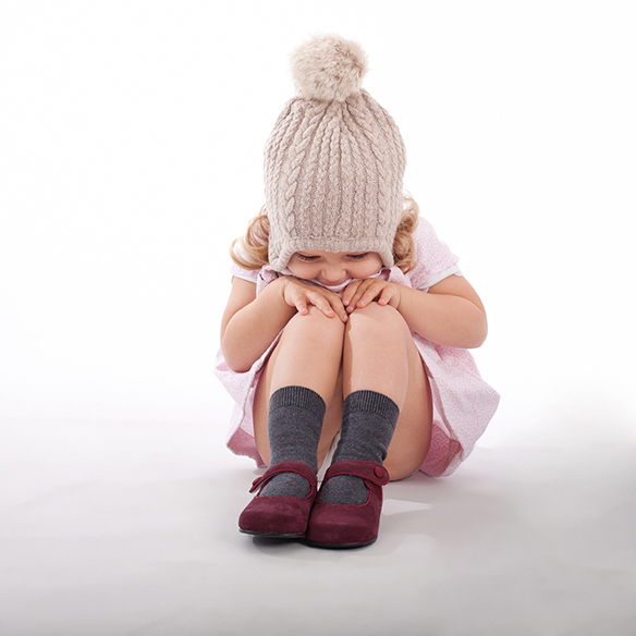 15-colgadas-de-una-percha-saltando-kids-salt-&-do-kids-zapatos-niños-niñas-barcelona-calzado-infantil-children-footwear-1