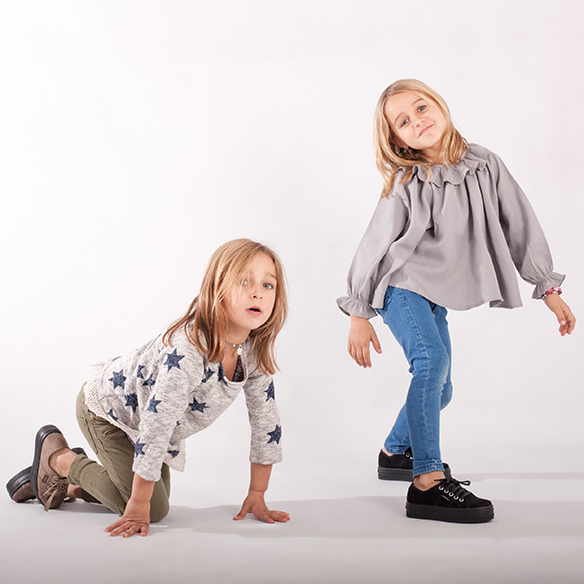 15-colgadas-de-una-percha-saltando-kids-salt-&-do-kids-zapatos-niños-niñas-barcelona-calzado-infantil-children-footwear-16