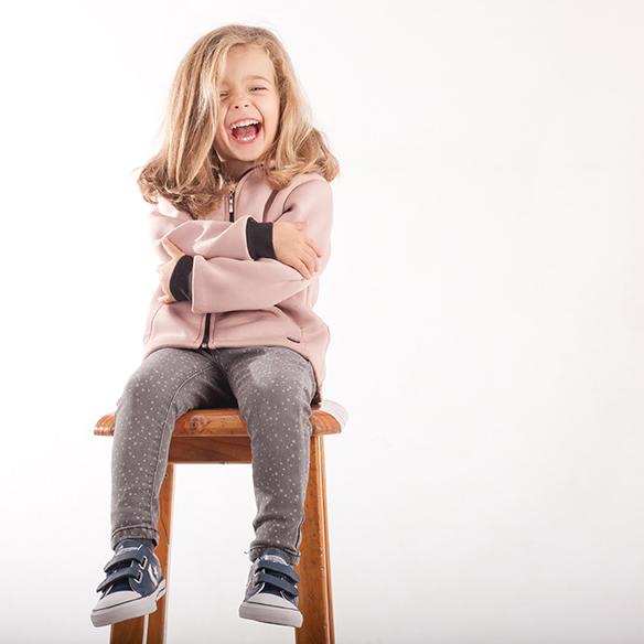 15-colgadas-de-una-percha-saltando-kids-salt-&-do-kids-zapatos-niños-niñas-barcelona-calzado-infantil-children-footwear-18