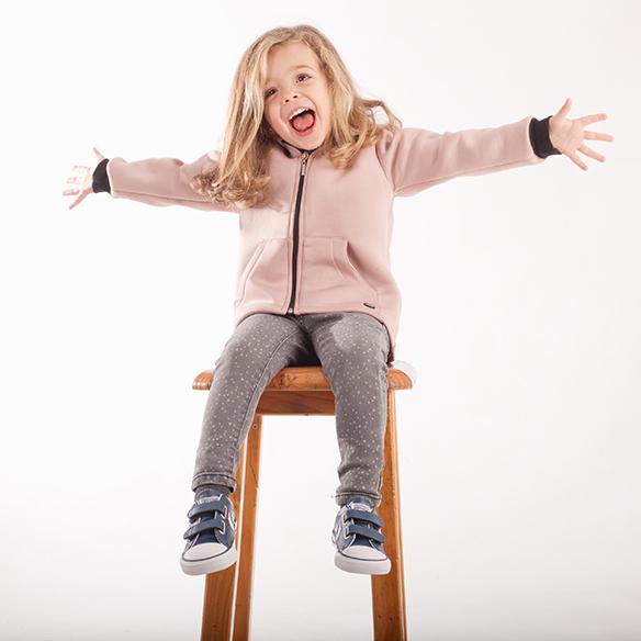 15-colgadas-de-una-percha-saltando-kids-salt-&-do-kids-zapatos-niños-niñas-barcelona-calzado-infantil-children-footwear-19