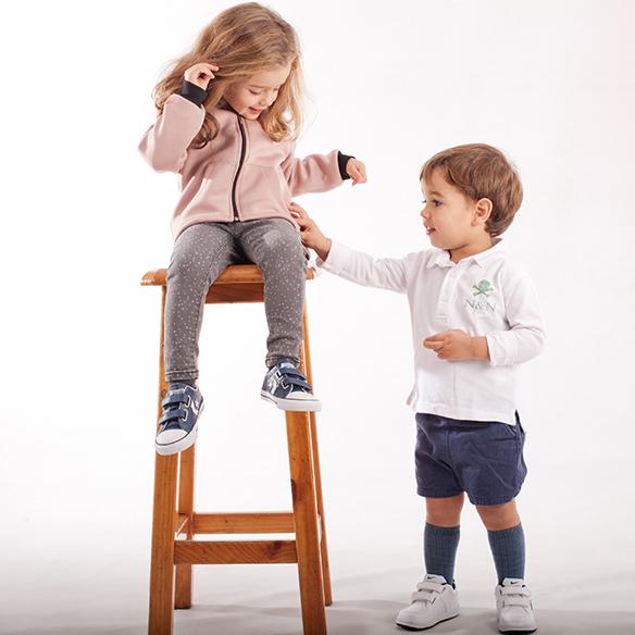 15-colgadas-de-una-percha-saltando-kids-salt-&-do-kids-zapatos-niños-niñas-barcelona-calzado-infantil-children-footwear-20