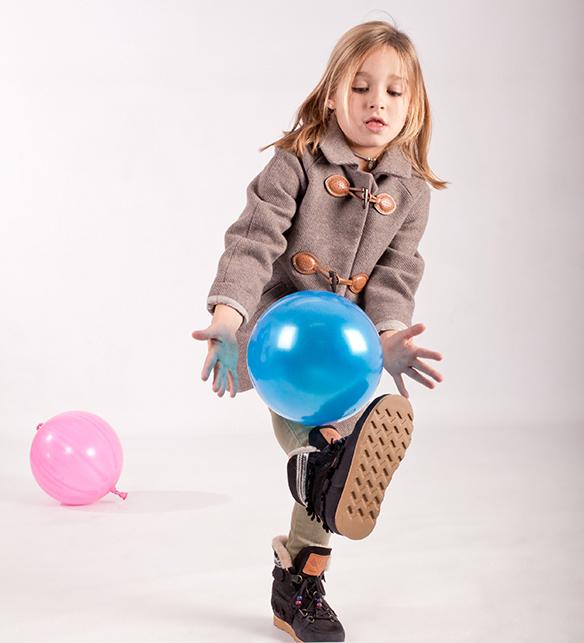 15-colgadas-de-una-percha-saltando-kids-salt-&-do-kids-zapatos-niños-niñas-barcelona-calzado-infantil-children-footwear-24
