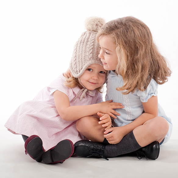 15-colgadas-de-una-percha-saltando-kids-salt-&-do-kids-zapatos-niños-niñas-barcelona-calzado-infantil-children-footwear-2
