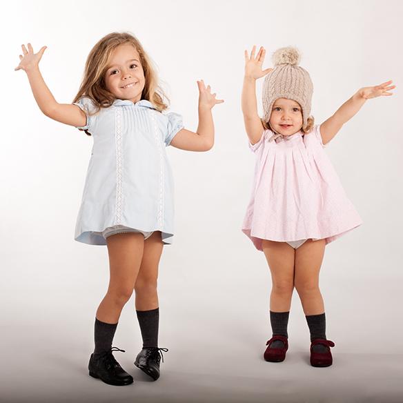 15-colgadas-de-una-percha-saltando-kids-salt-&-do-kids-zapatos-niños-niñas-barcelona-calzado-infantil-children-footwear-3
