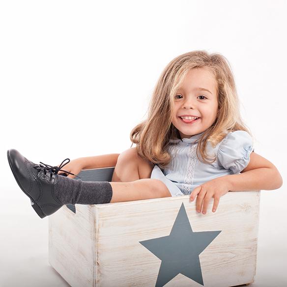 15-colgadas-de-una-percha-saltando-kids-salt-&-do-kids-zapatos-niños-niñas-barcelona-calzado-infantil-children-footwear-4