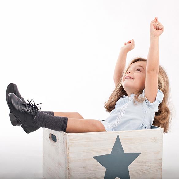 15-colgadas-de-una-percha-saltando-kids-salt-&-do-kids-zapatos-niños-niñas-barcelona-calzado-infantil-children-footwear-5