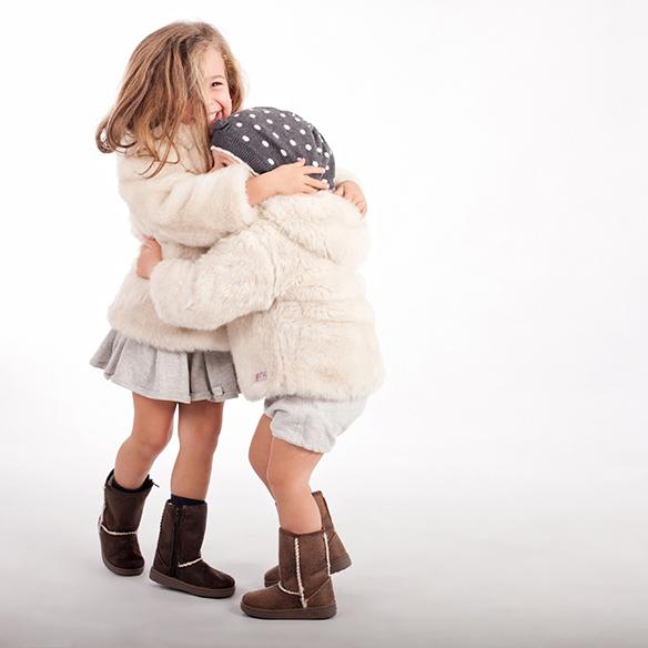 15-colgadas-de-una-percha-saltando-kids-salt-&-do-kids-zapatos-niños-niñas-barcelona-calzado-infantil-children-footwear-7