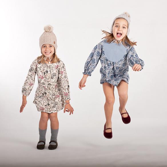 15-colgadas-de-una-percha-saltando-kids-salt-&-do-kids-zapatos-niños-niñas-barcelona-calzado-infantil-children-footwear-9