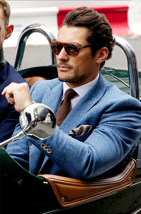 15-colgadas-de-una-percha-sunday-man-day-look-outfit-hombre-men-menswear-moda-masculina-blue-suit-blazer-traje-azul-americana-David-Gandy