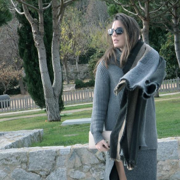 15-colgadas-de-una-percha-alicia-alvarez-gris-grey-monochromatic-look-monocromatico-1