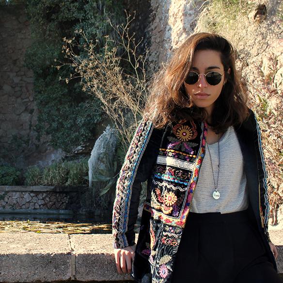 15-colgadas-de-una-percha-blanche-chaqueta-terciopelo-colores-color-velvet-jacket-india-ethnic-print-estampado-etnico-2