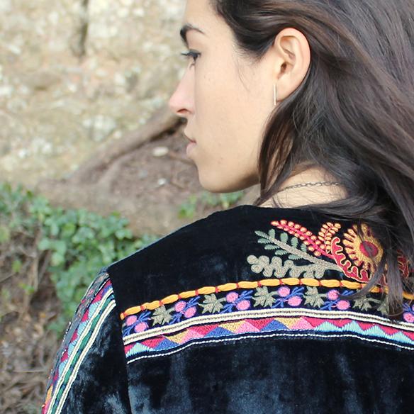 15-colgadas-de-una-percha-blanche-chaqueta-terciopelo-colores-color-velvet-jacket-india-ethnic-print-estampado-etnico-3