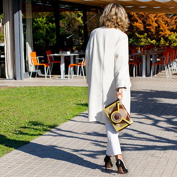 15-colgadas-de-una-percha-maica-jau-invierno-blanco-white-winter-crudo-ecru-stilettos-skinny-jeans-abrigo-coat-8