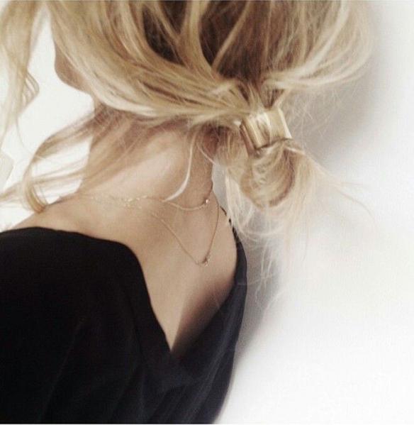 15-colgadas-de-una-percha-tendencias-peinados-pelo-hair-hairstyles-trends-accesorios-en-el-pelo-coleteros-horquillas-scrunchies-hairpins-hair-clips-5