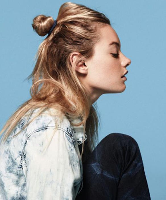 15-colgadas-de-una-percha-tendencias-peinados-pelo-hair-hairstyles-trends-coletas-pulidas-moños-knot-buns-smooth-ponytails-polished-pigtails-2
