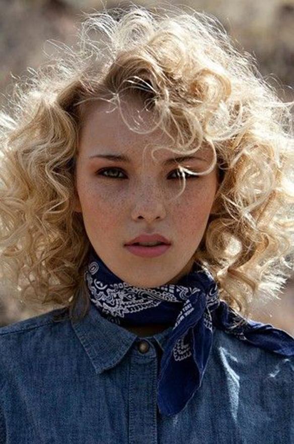 15-colgadas-de-una-percha-tendencias-peinados-pelo-hair-hairstyles-trends-volumenes-rizos-volumes-curls-ringlets-1