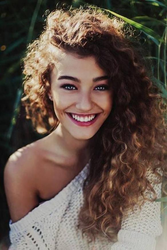 15-colgadas-de-una-percha-tendencias-peinados-pelo-hair-hairstyles-trends-volumenes-rizos-volumes-curls-ringlets-4
