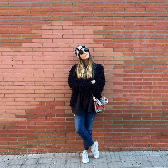 15-colgadas-de-una-percha-anna-duarte-blazer-chaqueta-jeans-bambas-camiseta-gorro-1