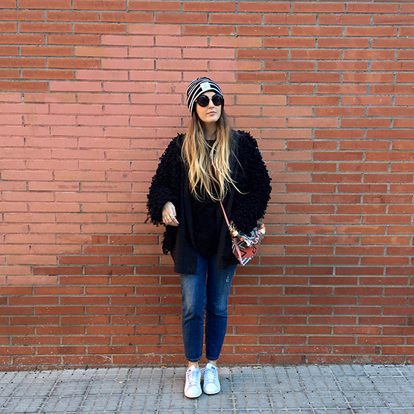 15-colgadas-de-una-percha-anna-duarte-blazer-chaqueta-jeans-bambas-camiseta-gorro-10