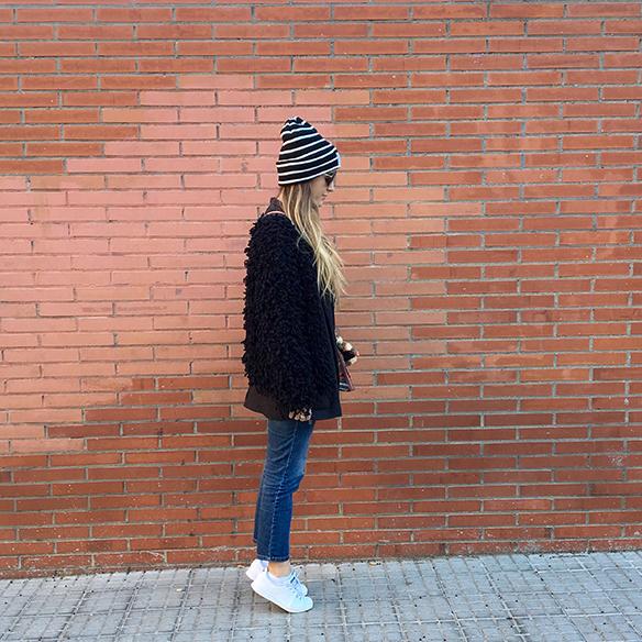 15-colgadas-de-una-percha-anna-duarte-blazer-chaqueta-jeans-bambas-camiseta-gorro-2