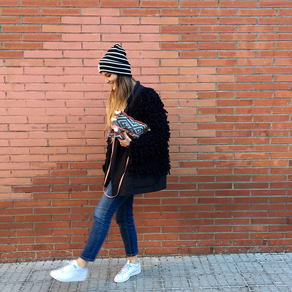 15-colgadas-de-una-percha-anna-duarte-blazer-chaqueta-jeans-bambas-camiseta-gorro-3