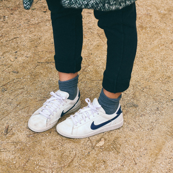 15-colgadas-de-una-percha-bebofi-vincent-abrigo-coat-bambas-trainers-socks-calcetines-6