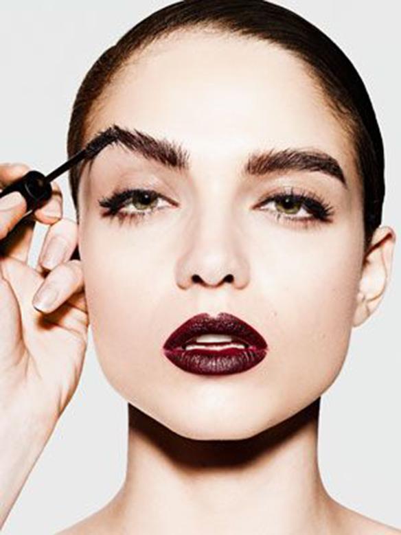 15-colgadas-de-una-percha-maquillaje-make-up-fw-oi-fall-winter-15-16-cejas-eyebrows-1