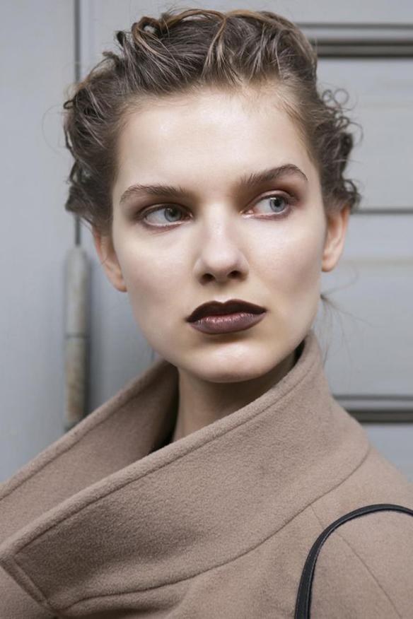 15-colgadas-de-una-percha-maquillaje-make-up-fw-oi-fall-winter-15-16-labios-chocolate-chocolate-lips-4